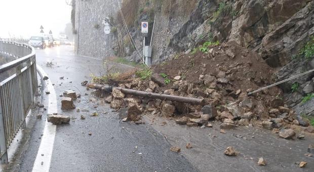 Maltempo, nuovi crolli in Costiera Amalfitana: evacuate 3 famiglie nella notte a Tramonti