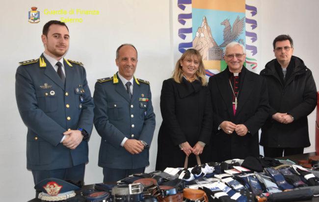 La Guardia di Finanza dona alla Caritas di Vallo della Lucania i vestiti sequestrati