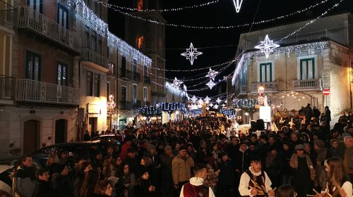 "IL NATALE A TEGGIANO È UN SUCCESSO: FOLLA E APPLAUSI PER COSTANZA ""WINTER EDITION"""