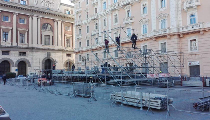Concertone di Capodanno, iniziato il montaggio del palco in piazza Amendola