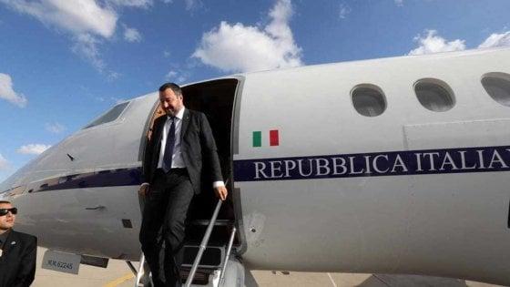 """Indagato Matteo Salvini, la Procura: """"Voli di Stato a fini privati"""""""