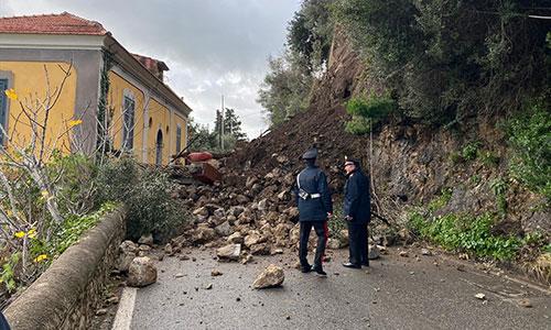 Danni in Costiera Amalfitana per il maltempo: il Codacons denuncia Regione Campania per abuso di atti di ufficio
