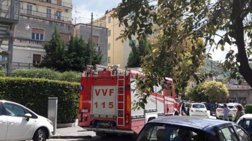 Salerno, appartamento a fuoco: famiglia tratta in salvo a Mercatello