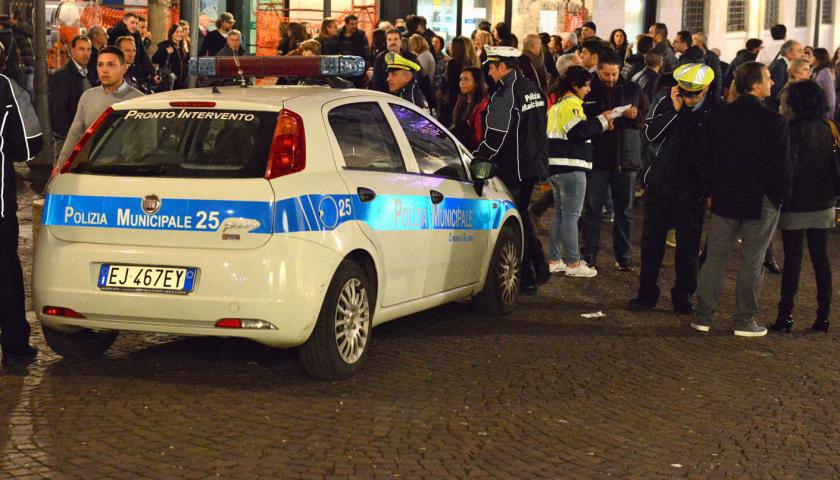 Pericolo assembramenti per Natale a Salerno, in strada altri 70 vigili urbani