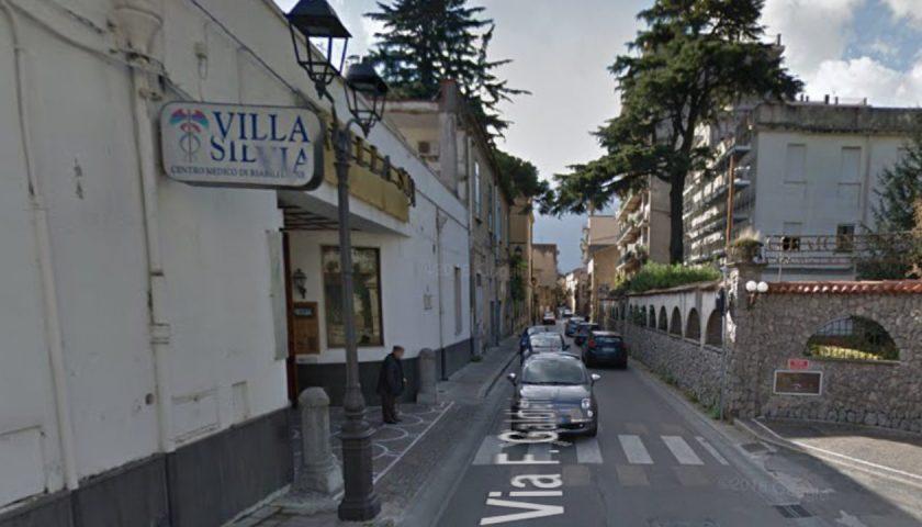 """Manifesti funebri e intimidatori contro il manager di Villa Silvia a Roccapiemonte: """"E' camorra"""""""