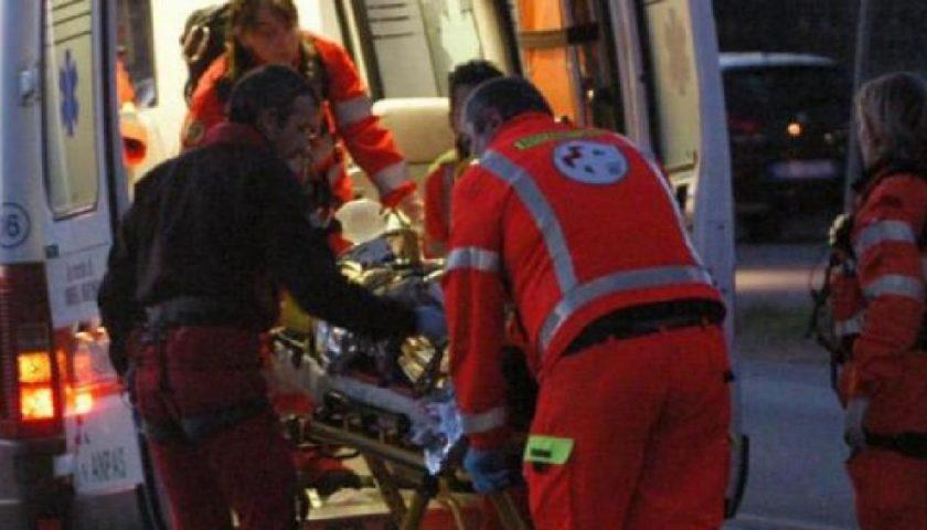 Si ribalta un furgone, due feriti trasportati in ospedale a Mercato San Severino