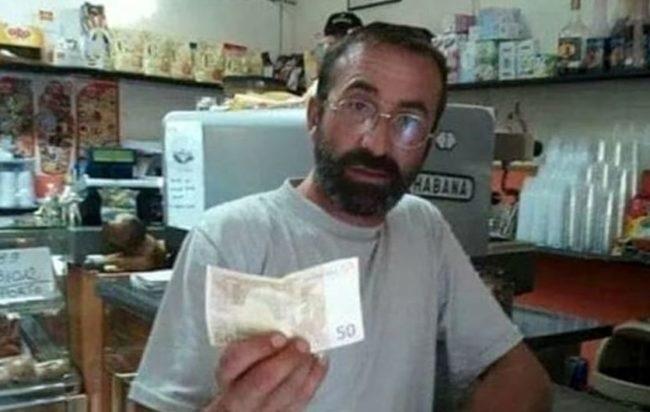Si schianta con l'auto in litoranea, muore il 47enne Antonio Spera