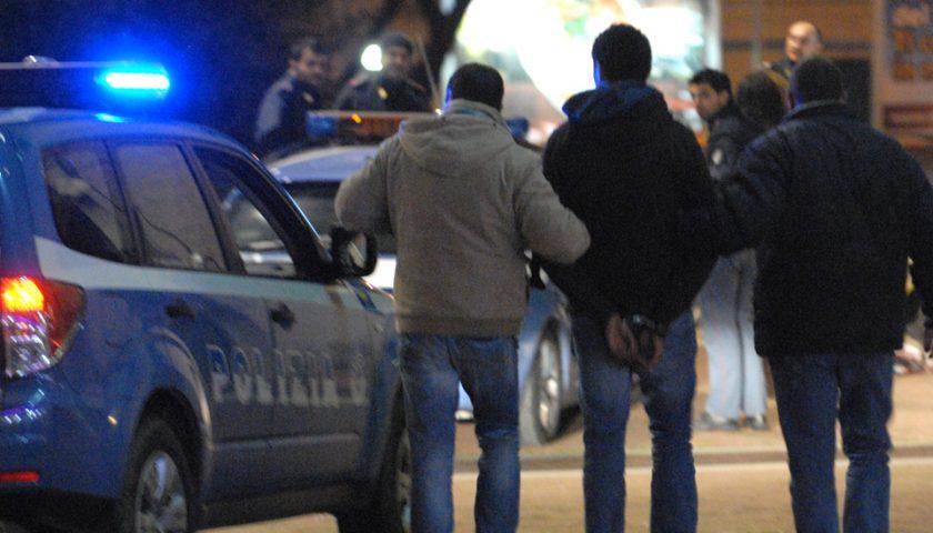 Rubano una borsa 24 ore da un'auto in un cortile privato: arrestati a Pastena due 30enni salernitani