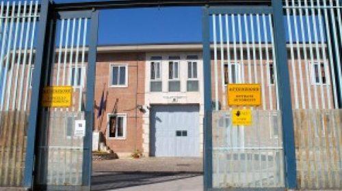 Rissa tra boss nel carcere di Avellino: alcuni feriti e due agenti penitenziari in ospedale