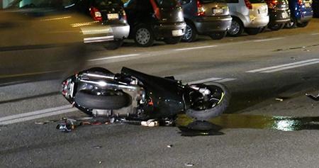 Sbanda con lo scooter sul Lungomare, ricoverata in gravi condizioni al Ruggi giornalista salernitana
