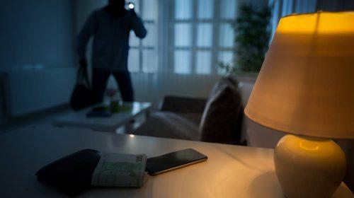 Tenta furto di orologi e trapani in una casa, telefonata anonima allerta i carabinieri: ladro arrestato a Siano