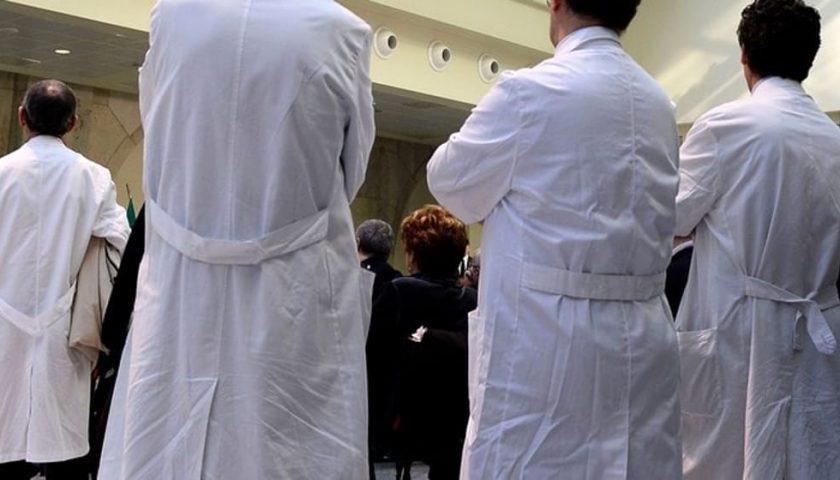 Mancano gli anestesisti in Campania, medici di base controllano positivi a casa