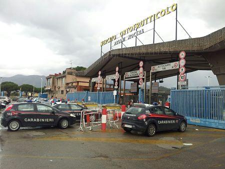 Choc al mercato ortofrutticolo di Pagani, 11 colpi esplosi contro gli uffici amministrativi