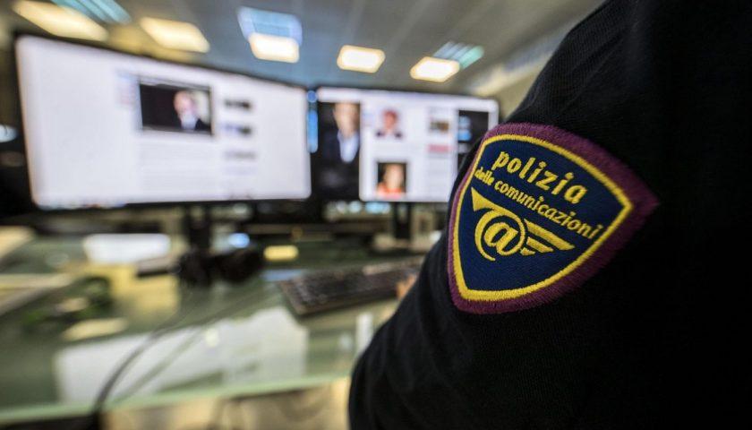 Truffe online anche a Natale, la Polizia Postale allerta gli utenti per i furti di account
