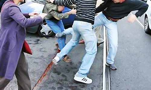 RISSA TRA GIOVANISSIMI A BATTIPAGLIA. LA POLIZIA INDIVIDUA TUTTI I RESPONSABILI: DENUNCIATI 15 MINORI E UN MAGGIORENNE