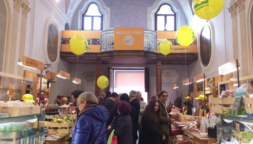 Mercato Coldiretti a Sant'Apollonia, 15 studenti americani in visita per conoscere i prodotti tipici