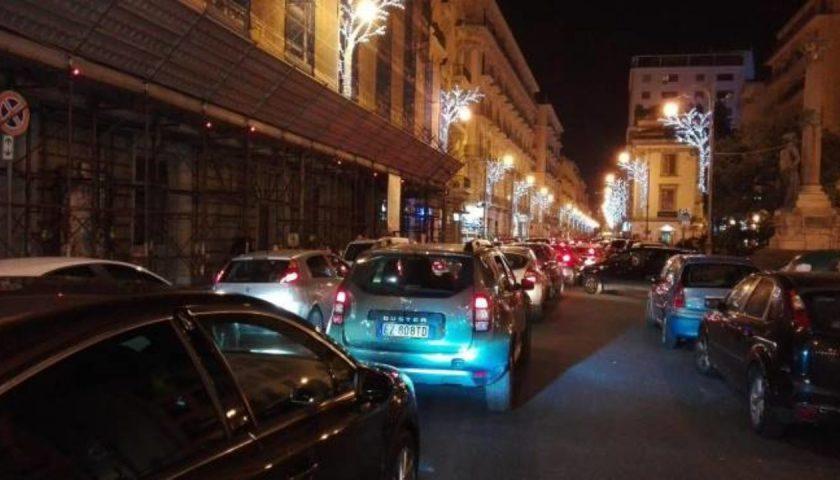 Luci d'Artista tra festa e folla ma è caos per i parcheggi