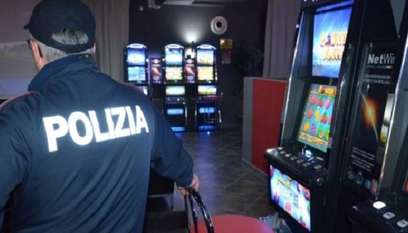 Salerno: videopoker e slot-machine illegali, fioccano multe salate