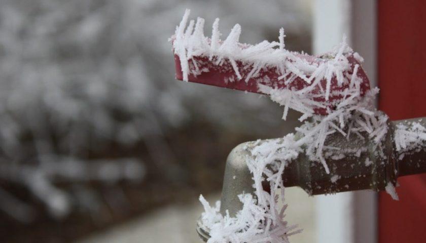 Calo delle temperature e tubature gelate, i consigli di Salerno Sistemi