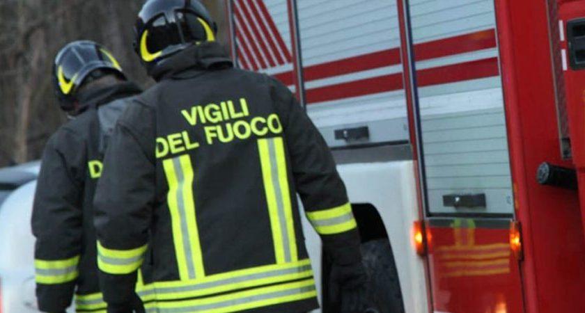 Incendio a Pellezzano, traffico interrotto