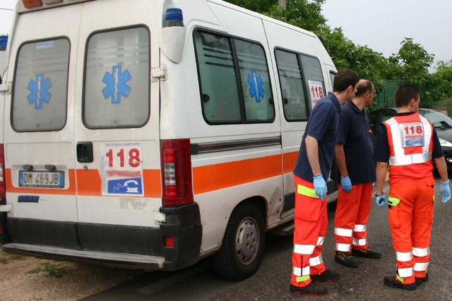 Sarno: una striscia di sangue, uomo trovato ferito in strada