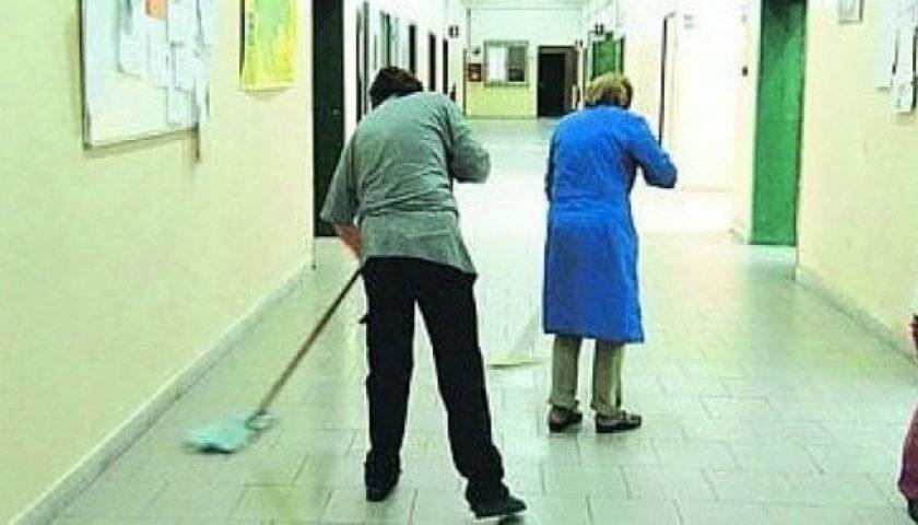 Carenza di bidelli nelle scuole, saranno assunti 415 ex dipendenti Lsu