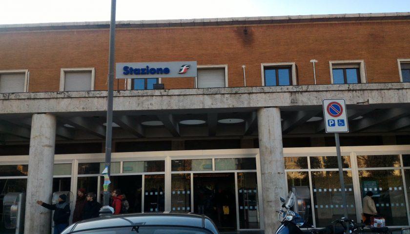 Un sarnese di 31 anni muore nella stazione ferroviaria di Caserta: la Procura sequestra la salma