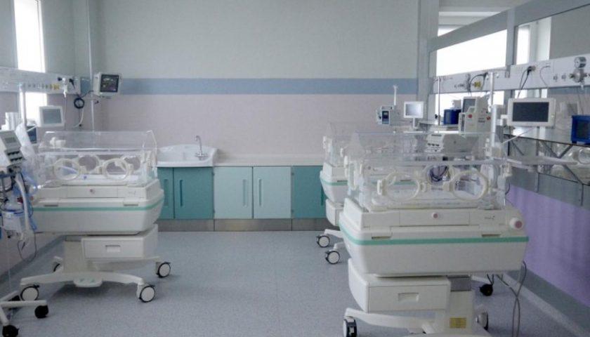 I commercialisti salernitani regalano una speciale culla al reparto di Neonatologia del Ruggi