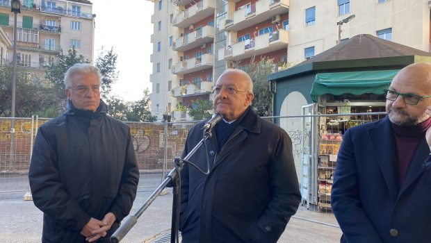 """De Luca presenzia i lavori per il mercatino di via Piave: """"A Mercatello parco nel degrado, in arrivo 4 milioni e mezzo di euro"""""""
