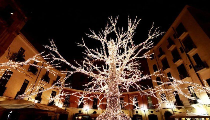 Luci d'Artista, evento fino al 19 gennaio. Via decorazioni e albero di Natale