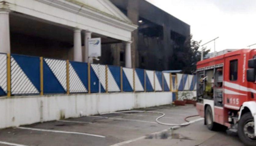 Incendio Multitask a Roccapiemonte: nuovi dati Arpac, scattano i controlli dei terreni