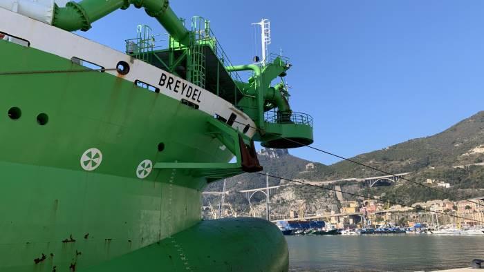 Porto di Salerno, arriva la svolta: attracca la maxi draga