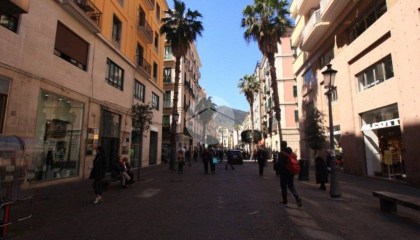 VIDEO – La crisi del commercio a Salerno nel weekend del black friday