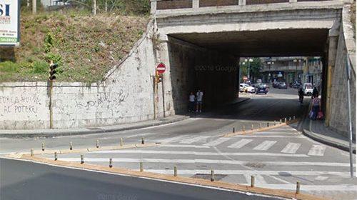 Sottopasso di Torrione, da domani è senso unico monte-mare: per chi viene da via Mobilio c'è obbligo di precedenza e svola a destra