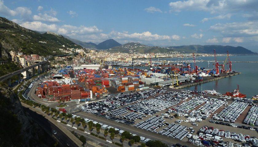 Il vento rovescia 6 container nel porto di Salerno, appello della Cgil
