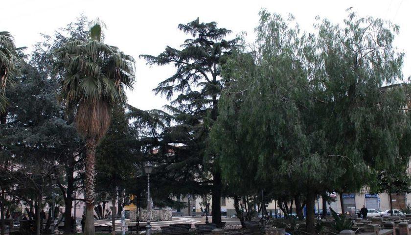 Incivili di Capodanno in piazza San Francesco, distrutte postazioni telefoniche e cabina elettrica. Danni anche alla sede del comitato di quartiere