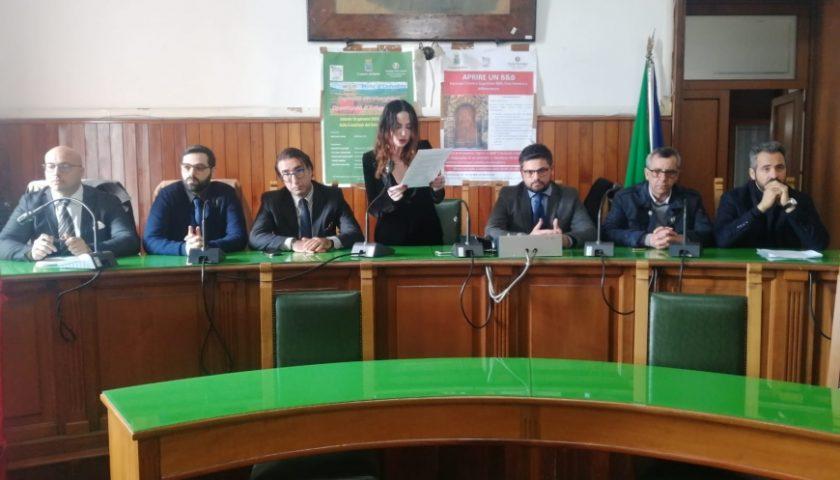 """Concorsopoli da Sant'Anastasia a Sarno, l'opposizione incalza Canfora: """"Dimissioni dei politici coinvolti"""""""