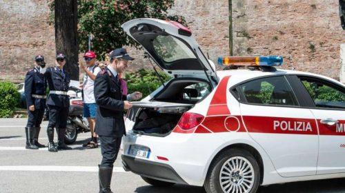 Distrugge auto di un professionista a Siena, nei guai un 22enne della provincia i Salerno