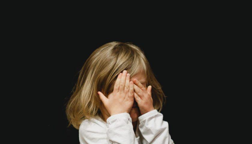 Abusi sessuali sulla nipotina, nonno orco condannato a 10 anni
