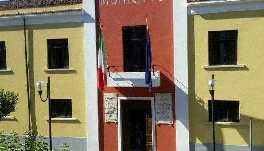 Covid a Eboli, cittadino muore in ospedale a Scafati: Comune con bandiere a mezz'asta per lutto