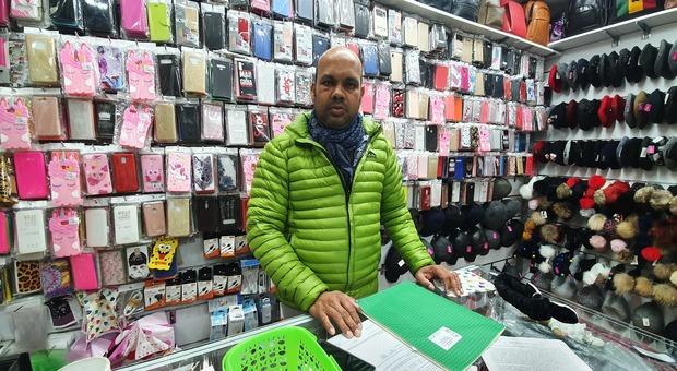 Ismail dal Bangladesh a Salerno: «Preso a pugni nel mio negozio, ora ho paura»