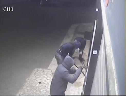 Battipaglia, colpo nell'officina meccanica: banditi in fuga con merce dal valore di 20mila euro