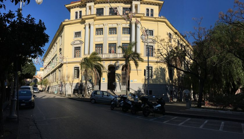 Altro raid vandalico contro il Comitato San Francesco: divelta una porta. Indaga la Polizia