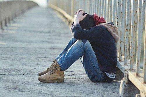 Cava de' Tirreni, madre disperata lancia l'appello al Presidente Mattarella: «Non ci sono soldi per curare mio figlio»