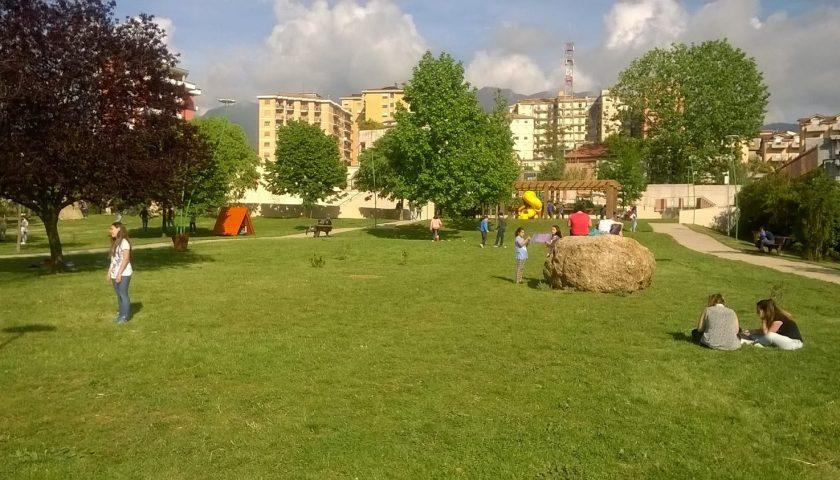 Troppi vandali in azione, a Vallo della Lucania il sindaco Aloira chiude il Parco Stella del Mattino