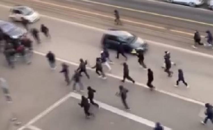 Tifosi della Reggina lanciano pietre e petardi in autostrada contro auto a Nocera Inferiore