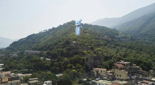 Il Sant'Alfonso gigante fa impazzire Pagani, i promotori querelano il vescovo: ci ha offeso