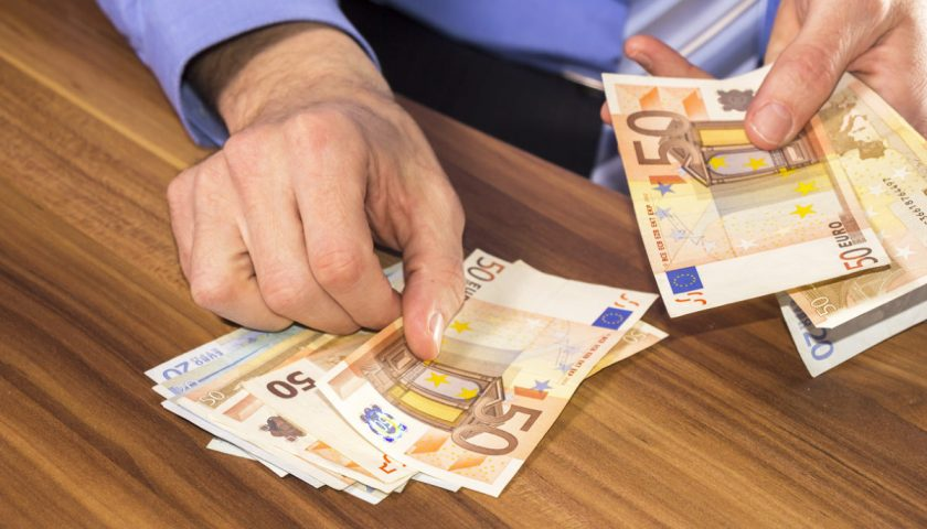 Aumentano prestiti e credito al consumo, famiglie salernitane sempre più povere