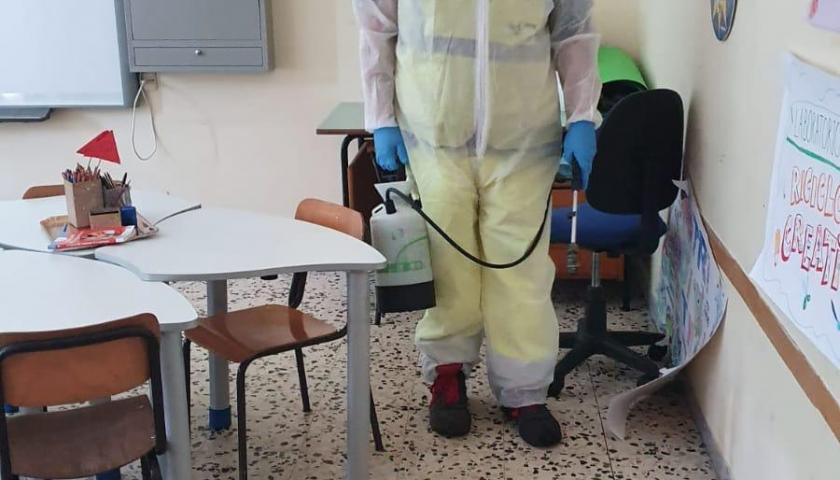 Contrasto al coronavirus, iniziata la disinfezione straordinaria in 56 scuole di Salerno