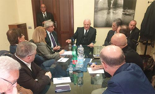 "Sanità: De Luca incontra i sindacati, ""Nuove opportunità per i contratti indeterminati"